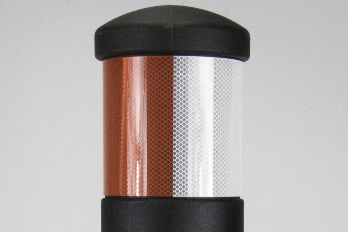Dual reflective bands on Phoenix bollard