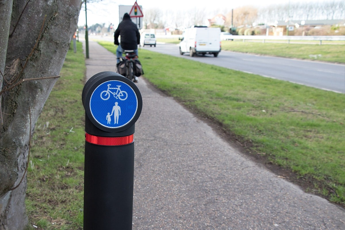 Pictor Minor Cycle rout street bollard cyclist
