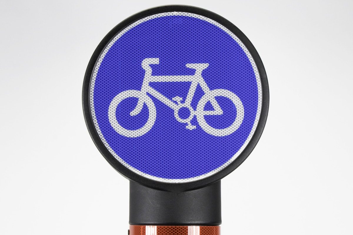 Cycle sign on Pictor Bollard